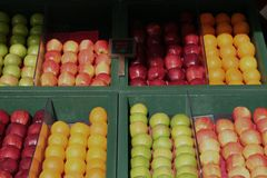 Basamento di frutta Immagine Stock