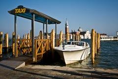 Basamento di tassì dell'acqua, Venezia Immagine Stock