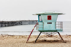 Basamento e surf del bagnino al pilastro del Ventura Fotografie Stock