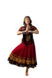 Basamento nella posa di yoga - costume indiano della donna immagine stock libera da diritti