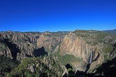 Basaseachic-Wasserfallpanoramablick stockbilder