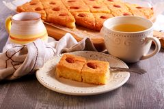 Basbousa - παραδοσιακό Μεσο-Ανατολικό γλυκό κέικ Στοκ εικόνες με δικαίωμα ελεύθερης χρήσης