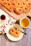 Basbousa - παραδοσιακό Μεσο-Ανατολικό γλυκό κέικ Στοκ φωτογραφίες με δικαίωμα ελεύθερης χρήσης