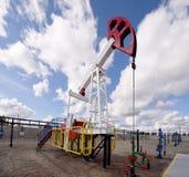 Basculage à un puits de pétrole Photo libre de droits