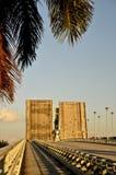 Bascule dźwignięcia most rozszczepia autostradę Obrazy Royalty Free