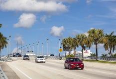 Basculebro över den Stranahan floden i Fort Lauderdale Arkivfoto