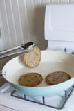 Basculement des hamburgers de Veggie Photo libre de droits