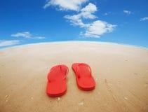 Bascules électroniques rouges sur la plage Photographie stock libre de droits