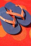 Bascules électroniques sur l'essuie-main orange Image stock