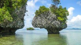 Basculez en mer d'Andaman, secteur de Krabi, Thaïlande image stock