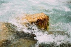 Basculez en Mountain River Le Verdon In la gorge de Verdon dans le Sud-ea Photographie stock