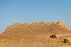 Basculez les montagnes dans le désert près de Yazd, Iran Images stock