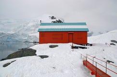 Base antartica abbandonata di ricerca Immagini Stock Libere da Diritti