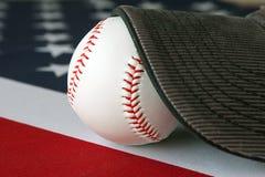 Base-ball américain et chapeau Image stock