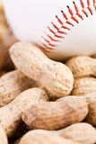 Base-ball : Base-ball et arachides Photo stock