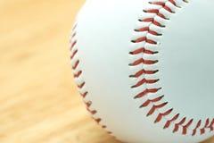Base-ball blanc avec le fil rouge Faites les attaches de base-ball Le base-ball est un sport national du Japon Il est populaire Photos stock