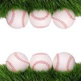 base-ball Boules sur l'herbe verte d'isolement Photos stock