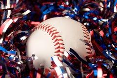 Base-ball dans la guirlande Photographie stock libre de droits