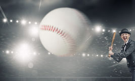 Base-ball de jeu de femme Media mélangé photographie stock