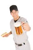 Base-ball : Joueur prêt à avoir le hot-dog et la bière pour le casse-croûte Photos libres de droits