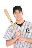 Base-ball : Le joueur de sourire tient la batte de baseball Images stock