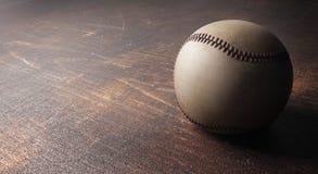 Base-ball sur la surface en bois Photo stock