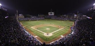 Base-ball - Wrigley mettent en place Pano la nuit Photographie stock libre de droits