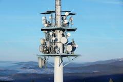 base blåa mobila telekommunikationar för telefonskystation tower royaltyfri foto