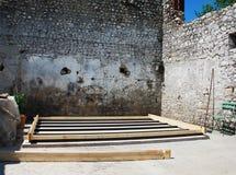 Base concreta e de madeira para o edifício pequeno Fotografia de Stock Royalty Free