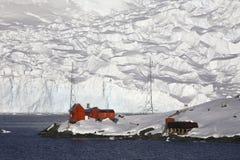 Base de Argentina - bahía del paraíso - la Antártida Imagenes de archivo