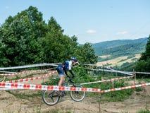Base de entrenamiento con las pistas para los ciclistas fuera de la ciudad Fotografía de archivo