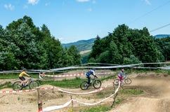 Base de entrenamiento con las pistas para los ciclistas fuera de la ciudad Imagen de archivo