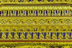 Base de oro hermosa del trono movible en patt tailandés del estilo Imagenes de archivo
