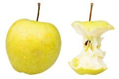Base del final y manzana 'golden delicious' entera Imagen de archivo