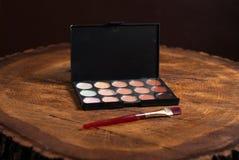 Base del maquillaje Lápiz corrector y correctores de la paleta fotos de archivo libres de regalías