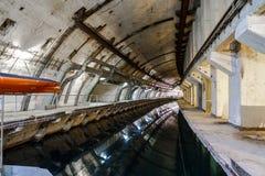 Base del sottomarino e del rifugio antiaereo con il canale dell'acqua fotografie stock libere da diritti