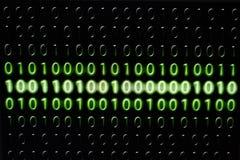 Base deux sur l'ordinateur et zéro sur le fond noir Images libres de droits