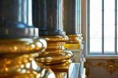 Base dourada de uma coluna do granito Fotografia de Stock Royalty Free