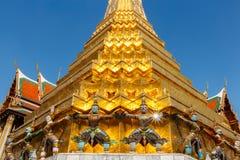 Base gigante della tenuta della statua della pagoda Fotografia Stock Libera da Diritti