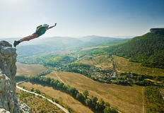Base-jumper jumps from the cliff Royalty Free Stock Photos