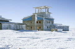 Base militar abandonada na montagem Golyam Kademlya, Bulgária Foto de Stock