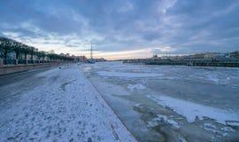 Base navale de Pier St Petersburg au remblai de lieutenant Schmidt Photographie stock libre de droits