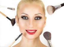 Base para a composição perfeita de Make-up Aplicando a composição Fotografia de Stock