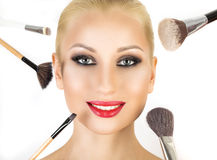 Base pour le maquillage parfait de Make-up Application du renivellement Photographie stock