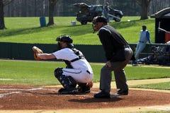Baseball â geschlagener Eierteig u. Plattenschiedsrichter Lizenzfreies Stockbild