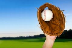Baseball łapiący w rękawiczce outdoors Fotografia Stock