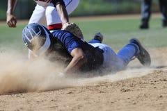 Baseball-Aktions-Bild - gehen Sie schieben zuerst in Basis voran Stockbilder