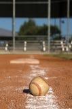 Baseball auf der Kreide-Zeile Stockbild