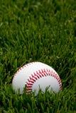 Baseball auf Feld Lizenzfreie Stockbilder