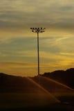 Baseball beleuchtet die Feldbewässerung Stockfoto
